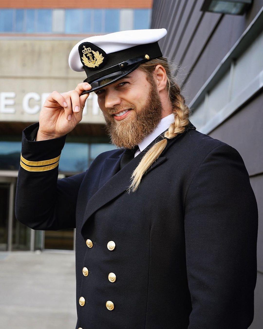 Lasse Matberg, dalla marina militare allo spettacolo