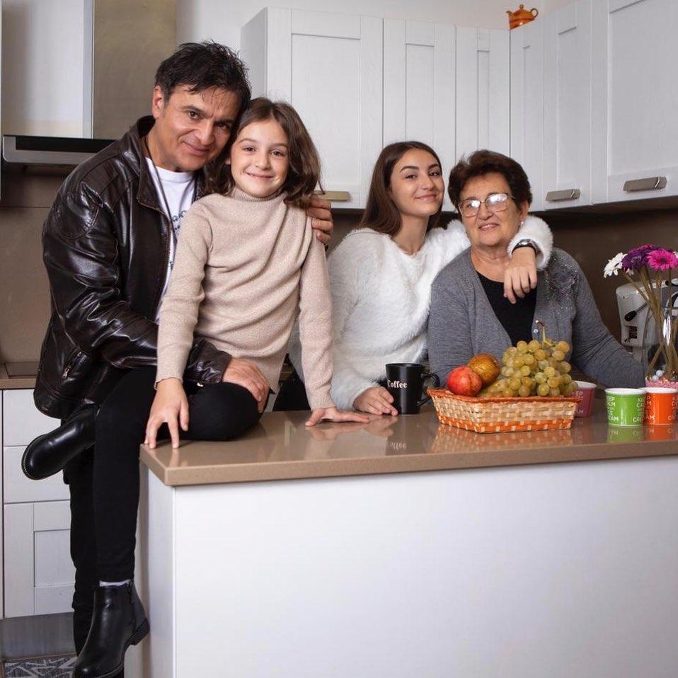 Agostino Penna con le donne della sua famiglia