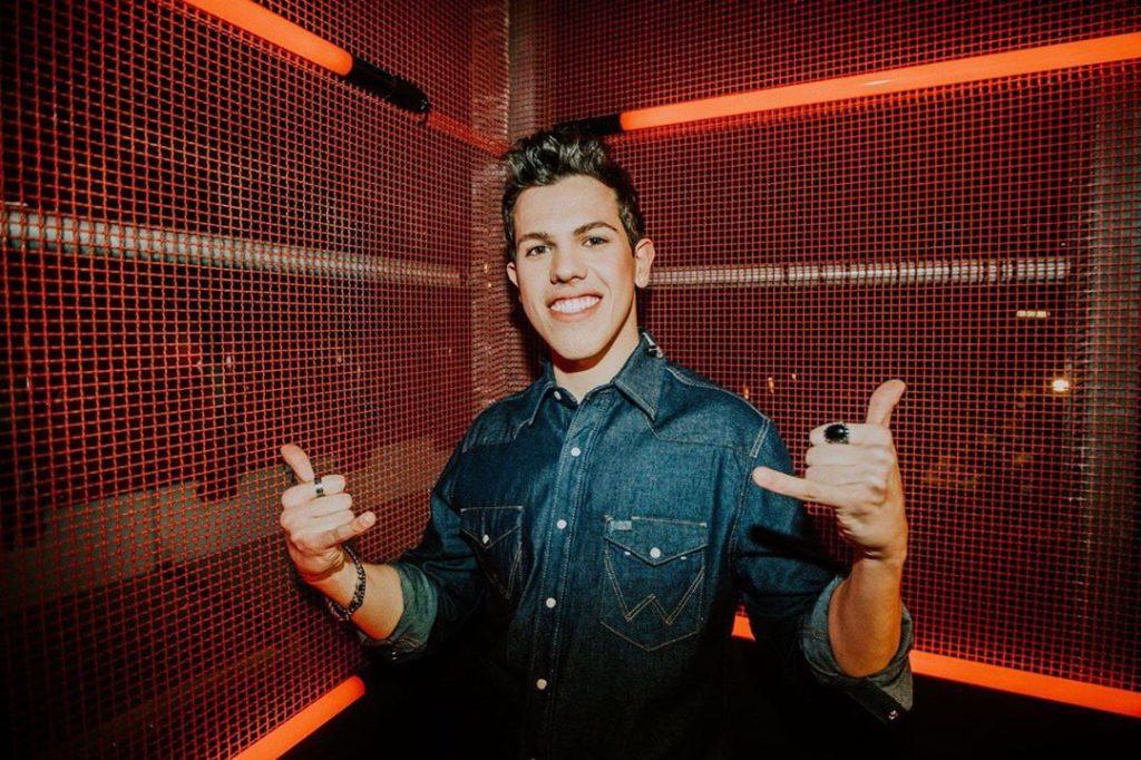 Davide Rossi, cantante e musicista che araggunge la notorietà grazie a X Factor