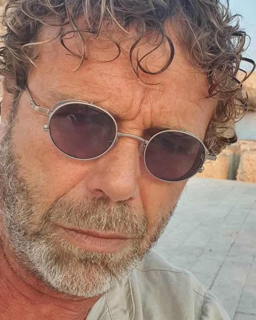 """Massimo Ciavarro, ottiene notorietà recitando in Sorbole... che romagnola"""" nel 1976, """"Sapore di mare 2 - Un anno dopo"""" nel 1983, """"Chewingum"""", """"Grandi magazzini"""" nel 1986 e """"Celluloide"""" una decina di anni più tardi"""