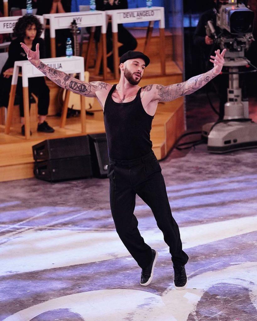Andrea Muller, dopo aver vinto il programma si trasferisce in America per formarsi e diventa ballerino professionista di Amici