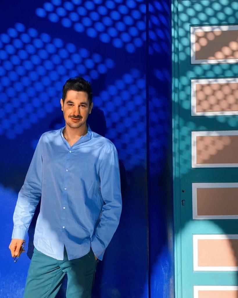 Diego Thomas, raggiunge la notorietà conducendo i programma tv Cortesie per gli ospiti