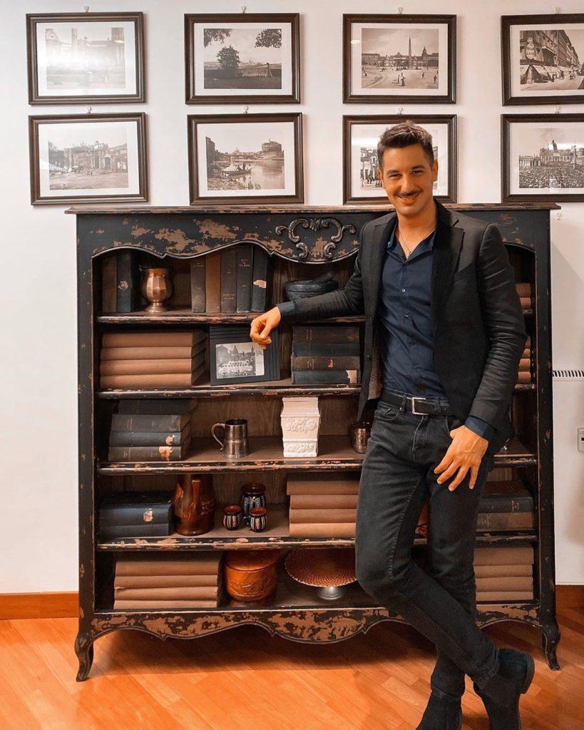 Diego Thomas, dopo aver partecipato come architetto a importanti progetti si dedica alla televizione