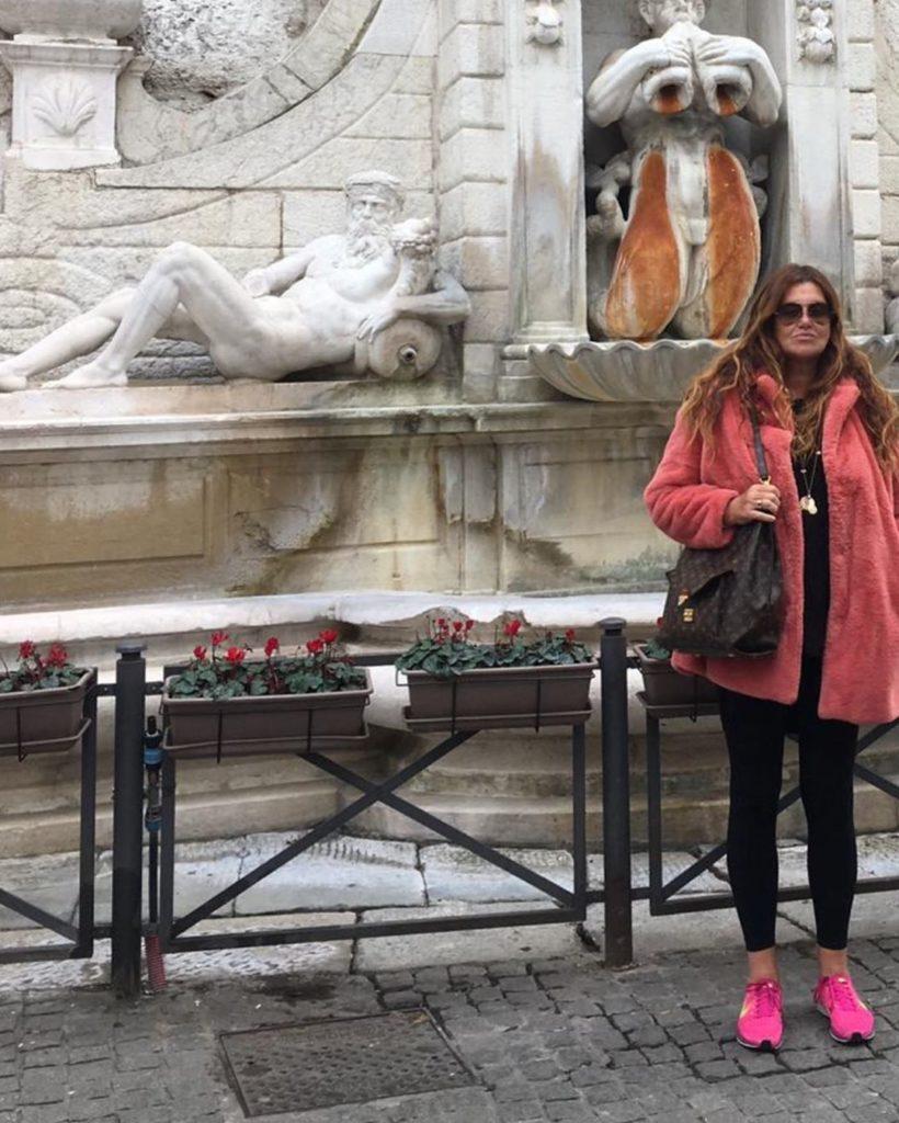 Veronica Cozzani, con suo marito decidono di trasferirsi stabilmente in Italia per stare vicino alle figlie