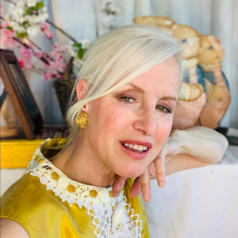 Carla Gozzi, inizia a lavorare nella moda come stilista e consulente per molte aziende