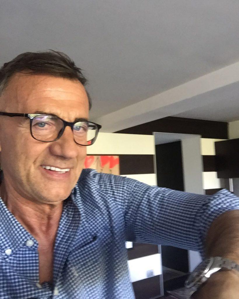 Michele Cucuzza, entra in RAI nel 10983 come redattore e dal 1988 conduce il TG2