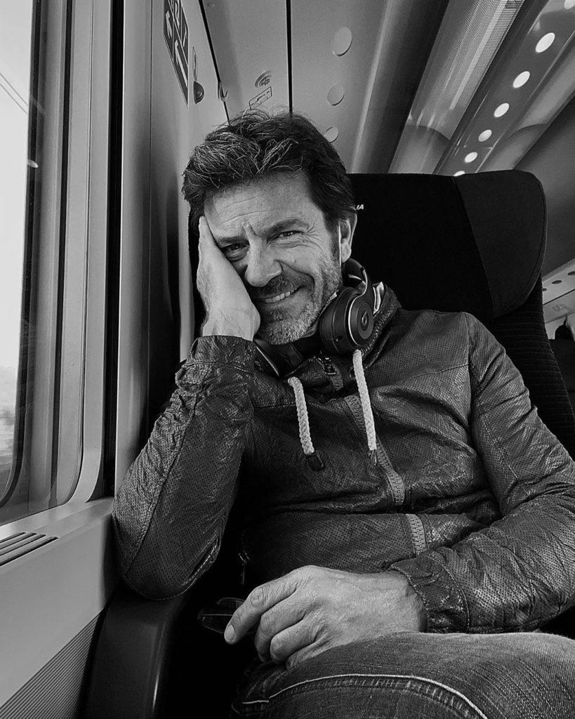 Paolo Conticini, noto attore e personaggio tv inizia la carriera grazie a Christian De Sica