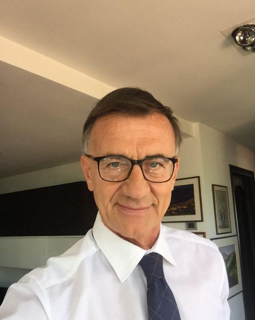 """Michele Cucuzza, dopo aver condotto il TG2 per 10 anni lascia per occuparsi di """"la vita in diretta"""" fino al 2008"""