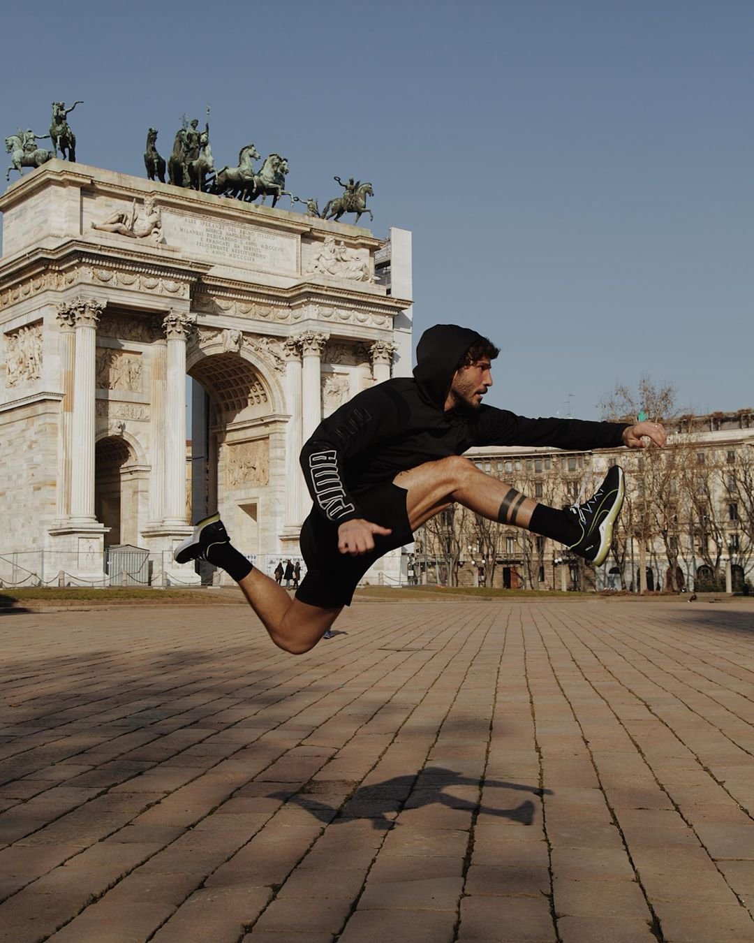 Stefano de Martino, entra a Amici dopo essersi formato come ballerino n Italia e all'estero
