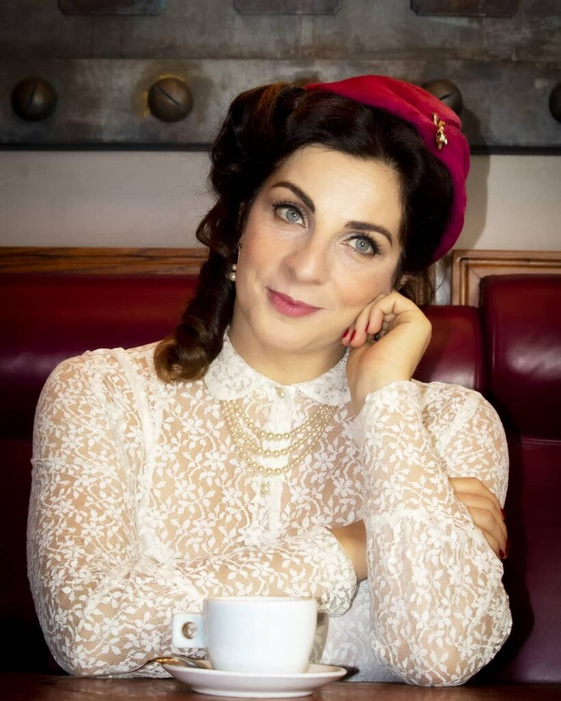 Elena Di Cioccio Esordi e carriera in TV