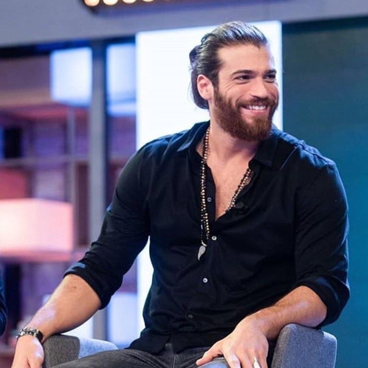 Il famoso attore turco Can Yaman, protagonista di molte soap d'amore