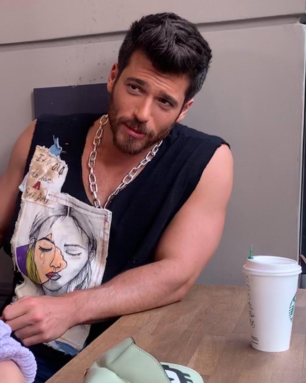 Il nuovo sex symbol è Can Yaman, attore turco di grande fama