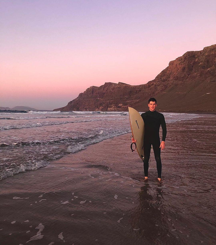 Miguel Bernardeau, attore spagnolo grande amante del surf, del mare, dell'ambiente