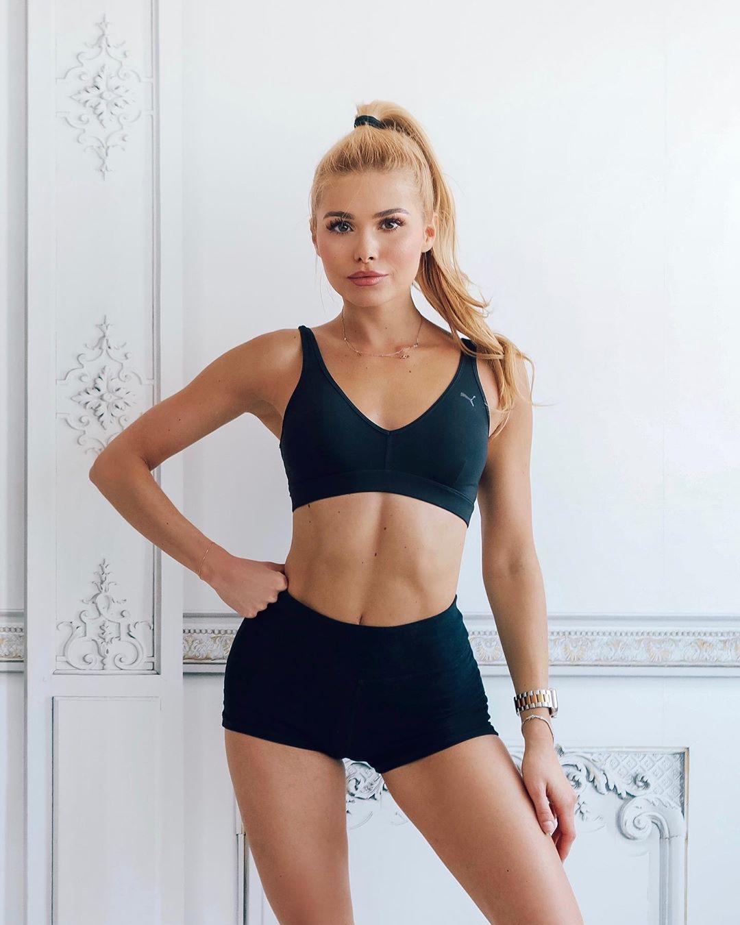 Pamela Reif e i suoi famosi workout online, che dispensa anche consigli sull'alimentazione