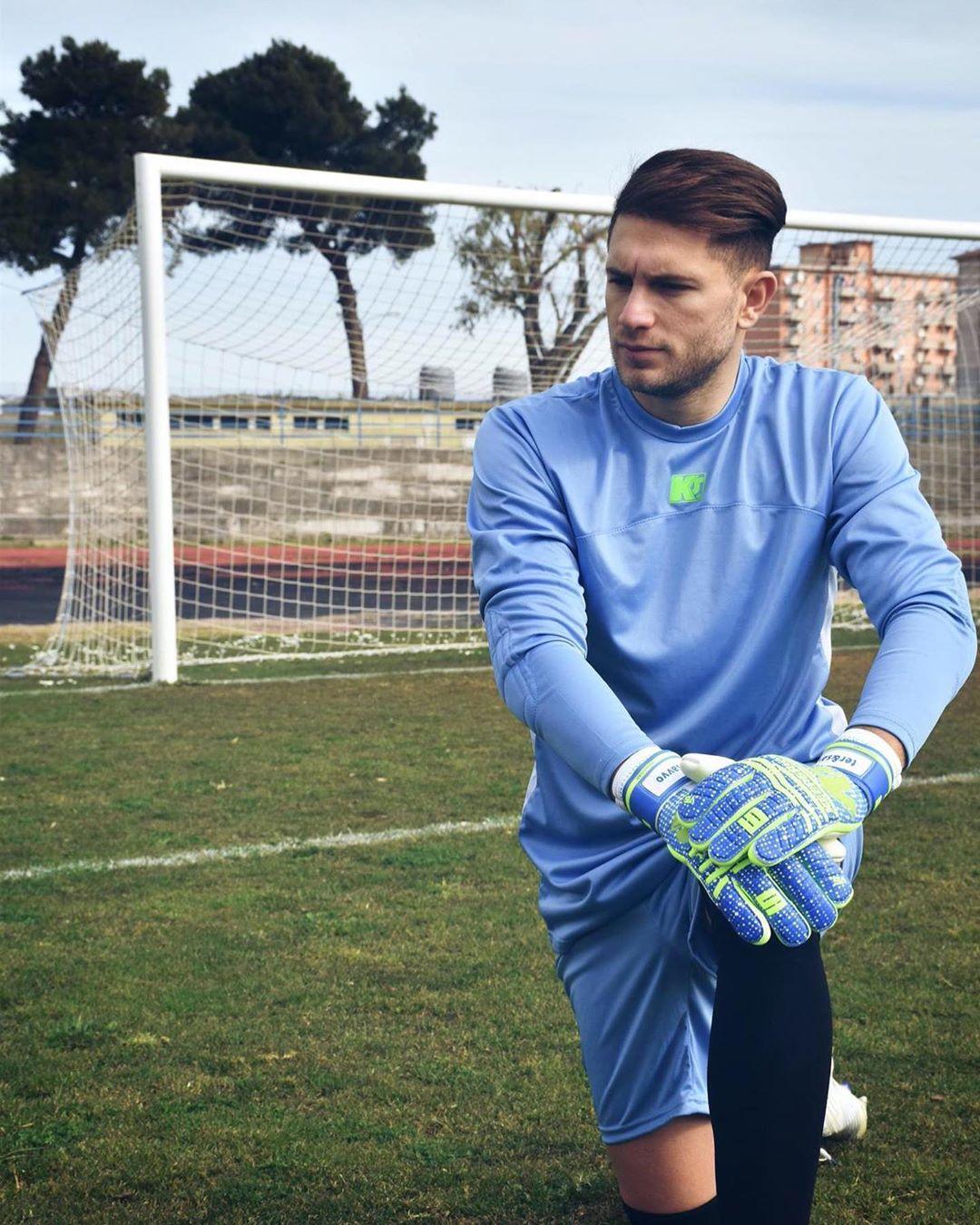 Salvatore Di Carlo, calciatore professionista e personaggio TV