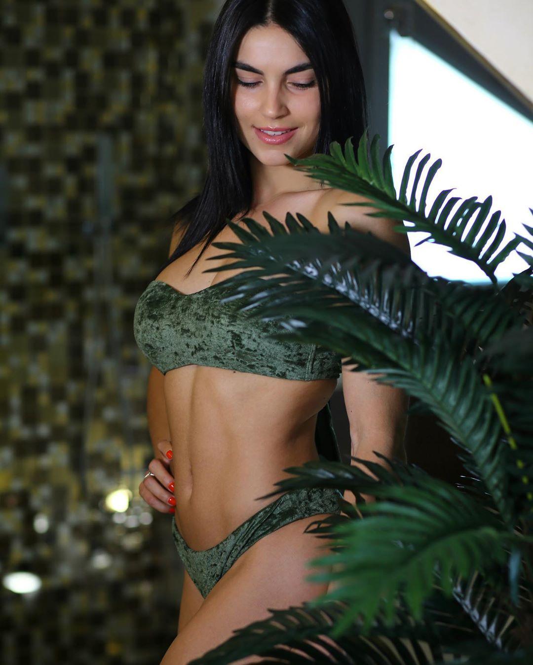 Teresa Langella, diventata cantante e showgirl grazie a Temptation Island e Uomini e Donne