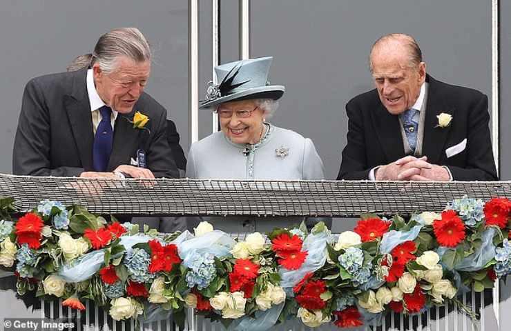 La Regina Elisabetta con Filippo e Sir Oswald