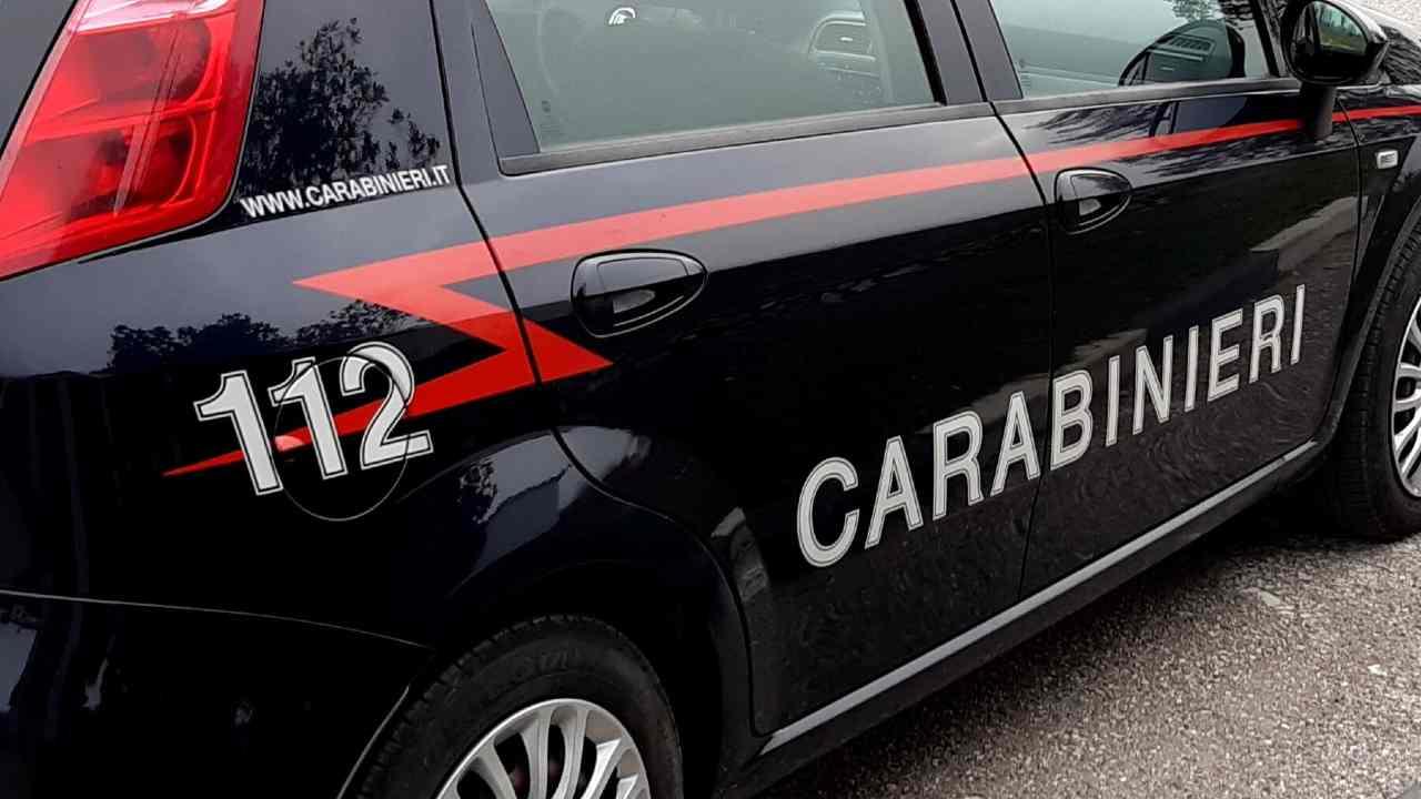 auto carabinieri milano ragazzo scuola