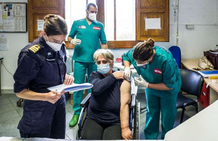 Covid Italia la campagna vaccinale sta facendo la differenza