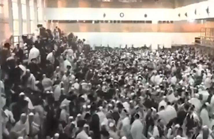 Crolla tribuna in una sinagoga in Israele