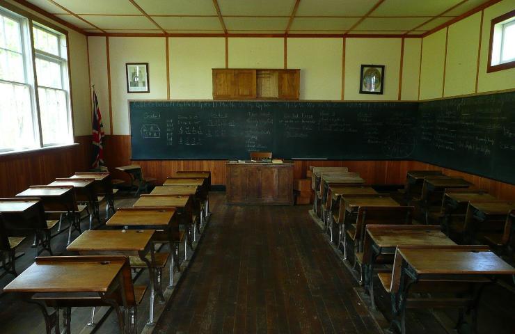 Docente minaccia alunna a scuola