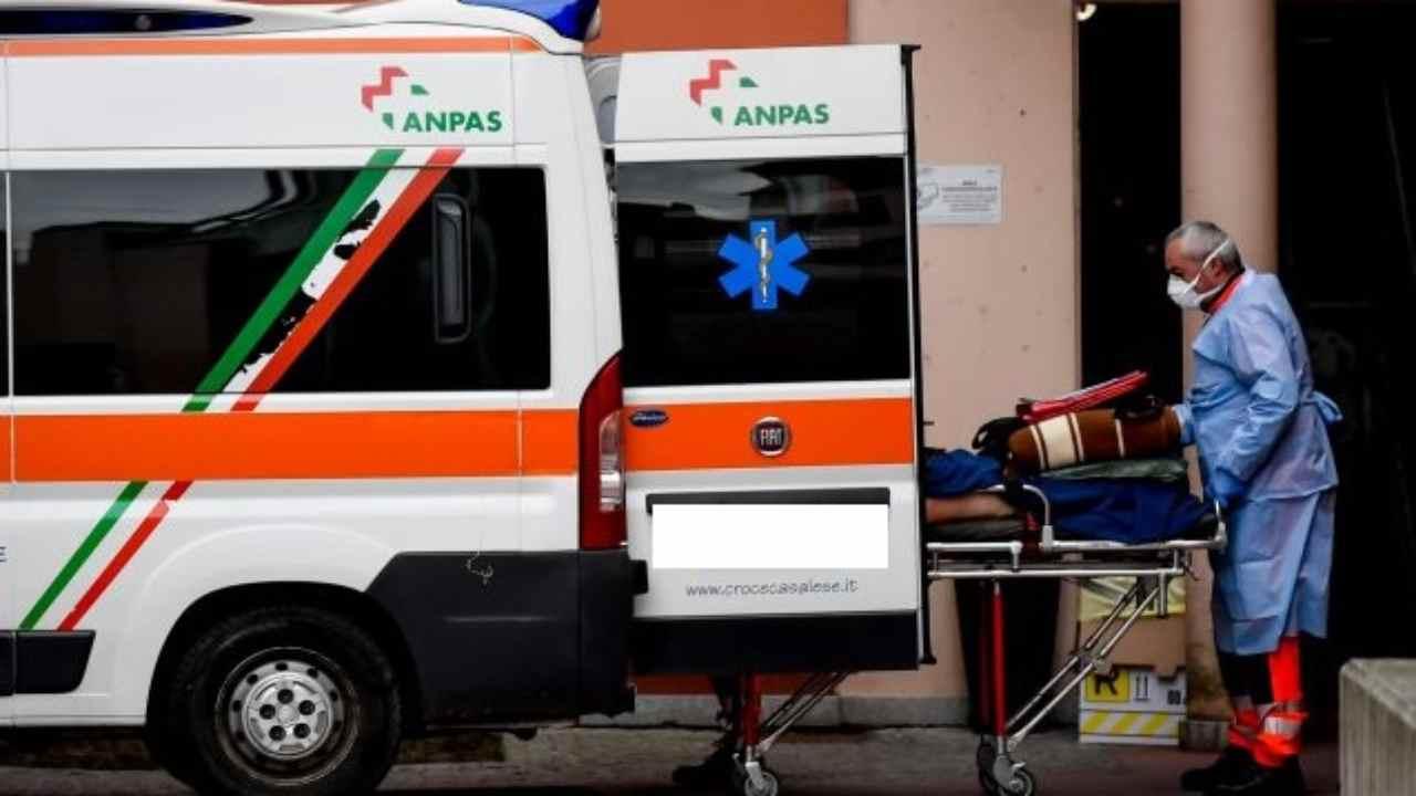 Ambulanza interviene dopo tragedia sul lavoro