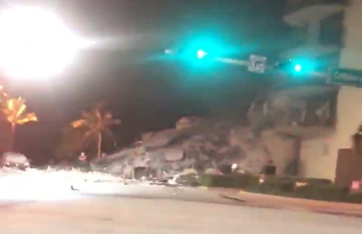 Crolla palazzo di 12 piani a Miami