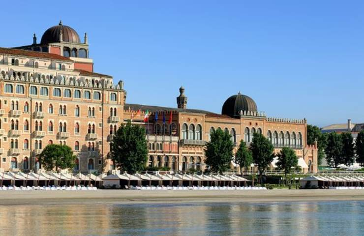 Cadavere a Venezia Lido presso l'hotel Excelsior