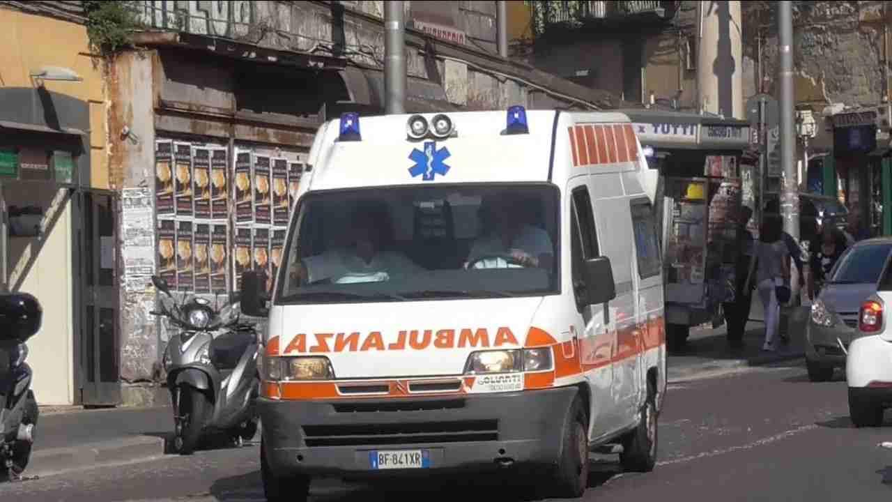ambulanza interviene dopo un malore