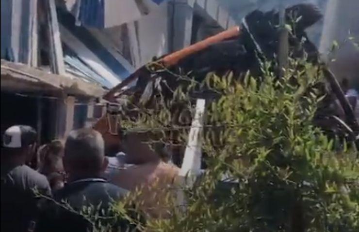 Bus a Capri precipita per diversi metri