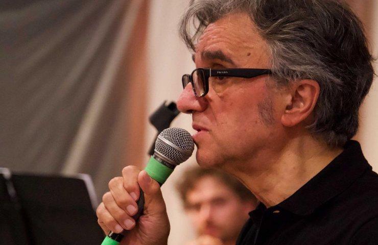 Gaetano Curreri canta con gli Stadio
