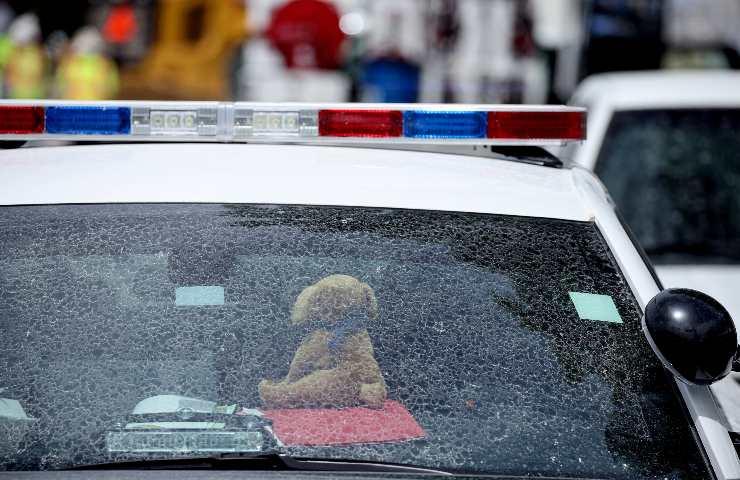 Muore una bimba dimenticata in auto