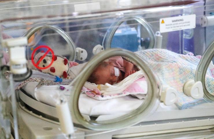 Neonato figlio di no vax positivo a 2 mesi