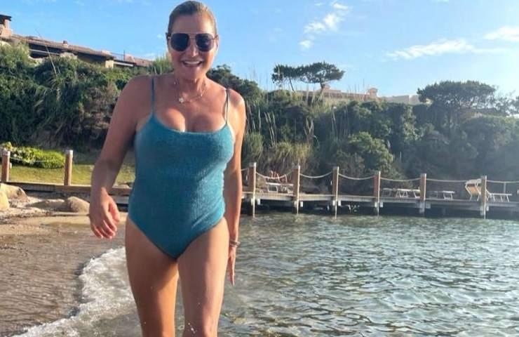 Simona Ventura al mare