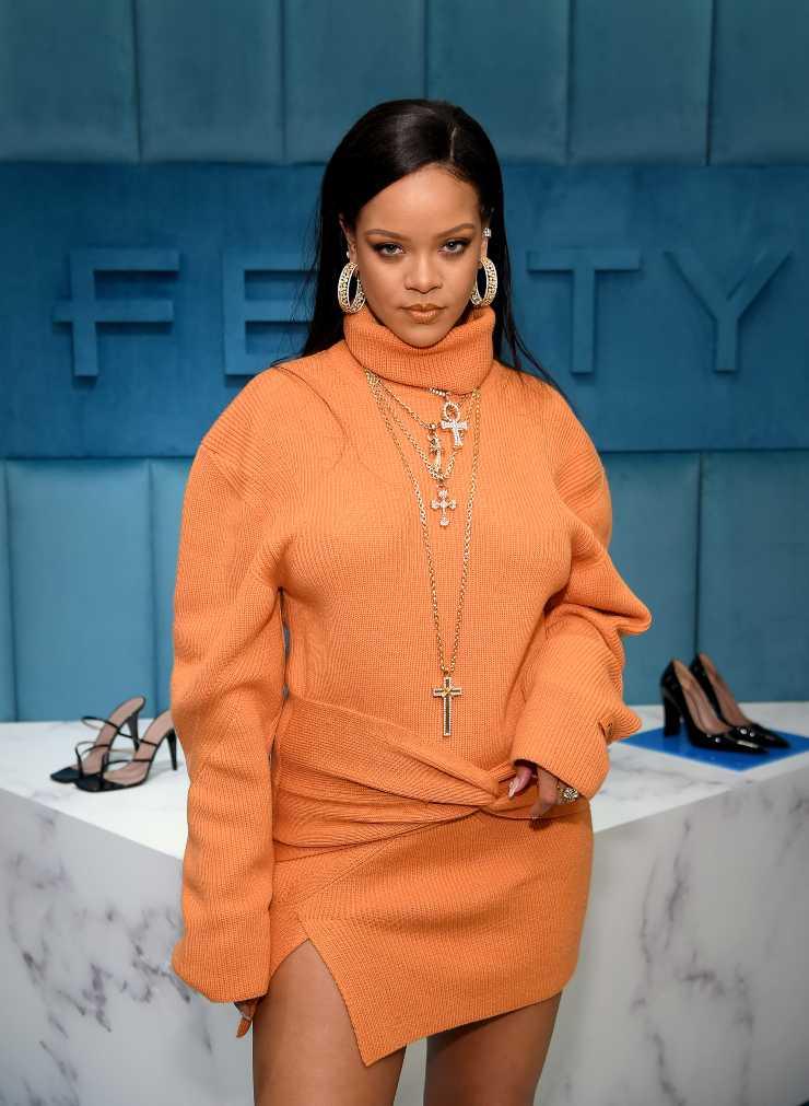 Abito arancione troppo grande ciaostyle.it Rihanna