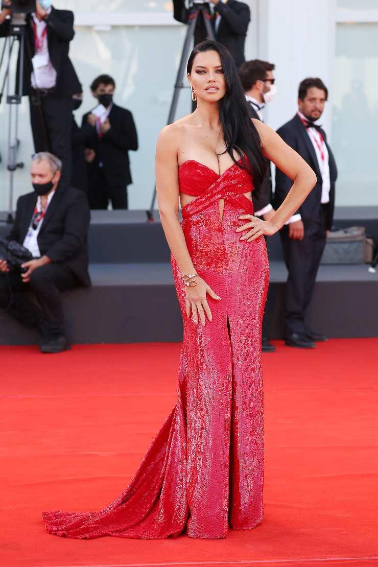 Adriana Lima abito rosso Venezia