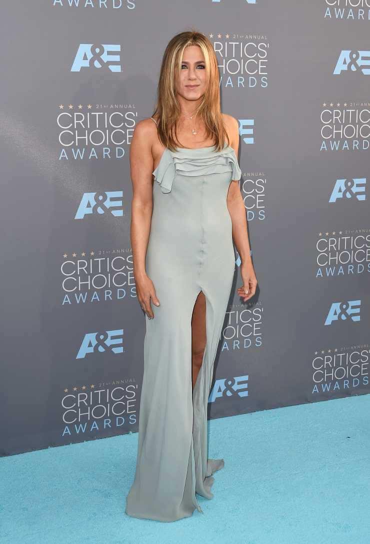 Jennifer Aniston abito carta zucchero