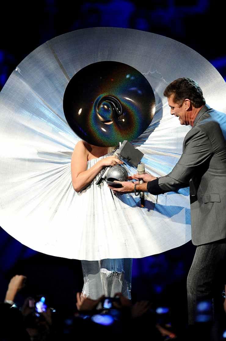 Lady Gaga abito scultura ciaostyle.it (1)