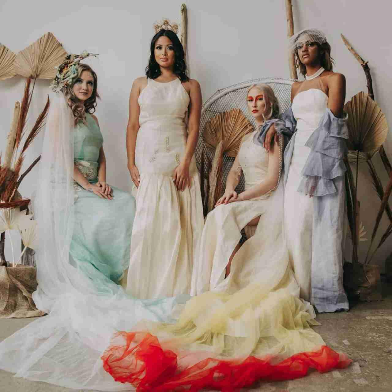 Modelle con vestiti in tessuto ecologico abaca