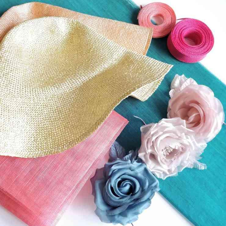 Cappelli e decorazioni in abaca