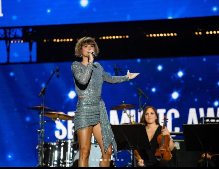 Alessandra Amoroso canta