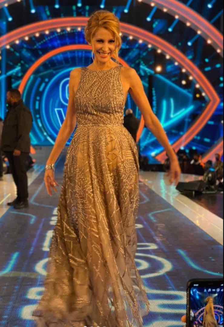 Adriana Volpe abito oro GF VIP