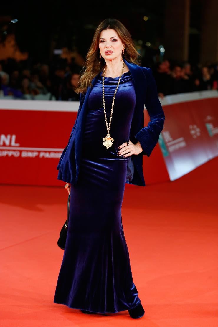 Alba Parietti velluto blu