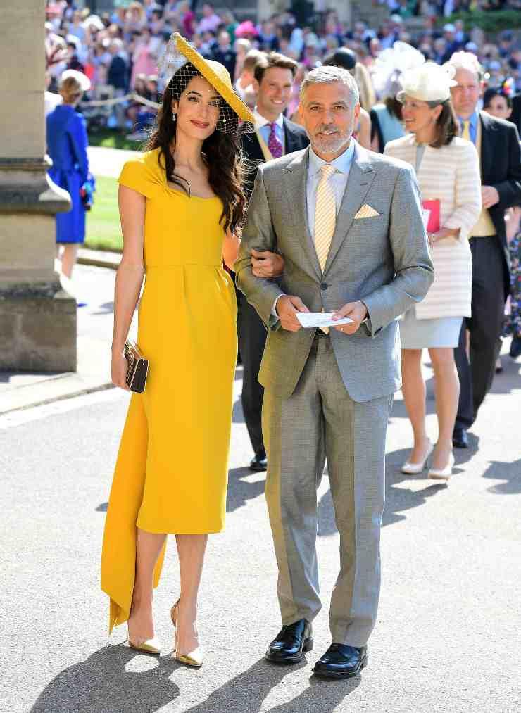 Amal Clooney abito senape RISOLTO IL QUIZ