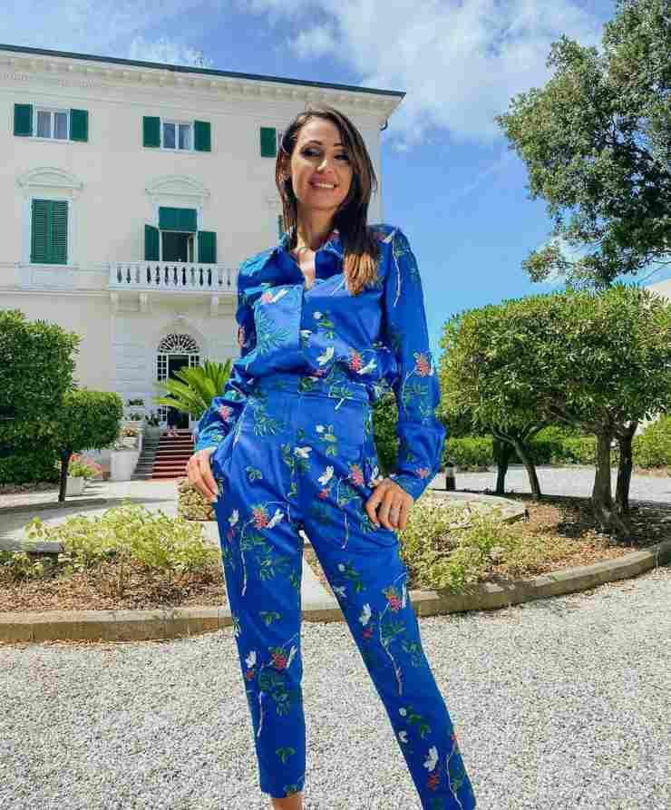 Anna Tatangelo look di Hui Milano quiz per indovinare il brand