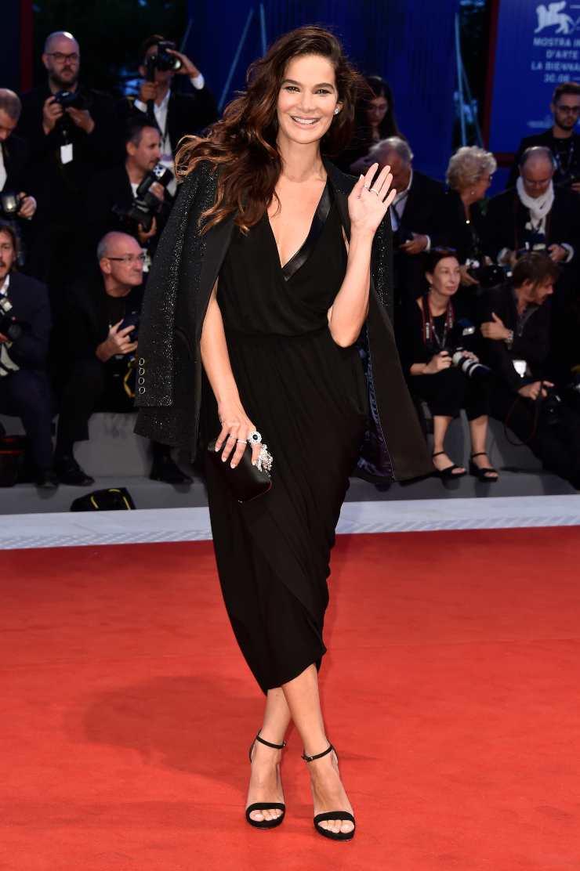 Ilaria Spada abito bellissimo e altri look super dell'attrice