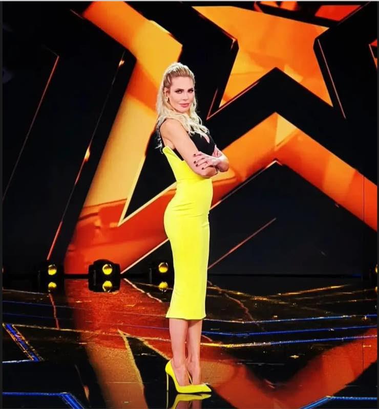 Ilary Blasi in giallo a Star in the Star
