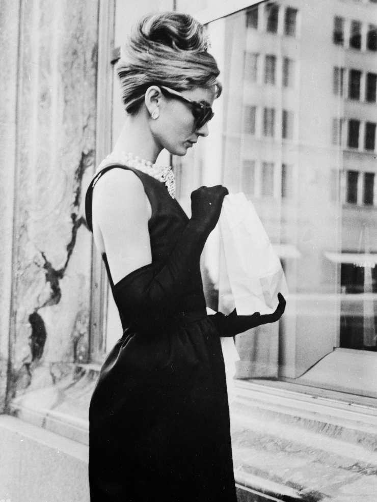 Tubino nero Givenchy Audrey Hepburn indovinata la griffe dell'abito reso famoso dal film