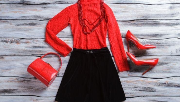 accessori glossy per un look casual