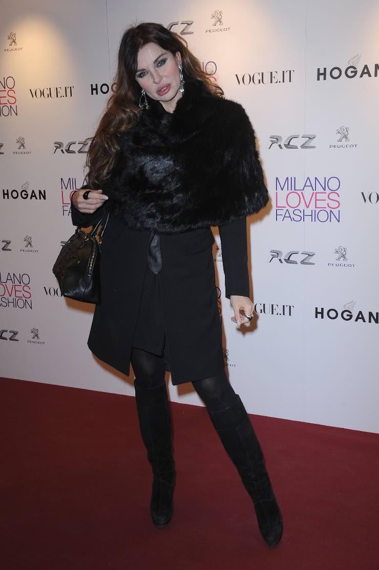 Alba Parietti pelliccia nera